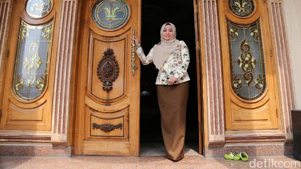 Muzdhalifah Pacari Pria 15 Tahun Lebih Muda
