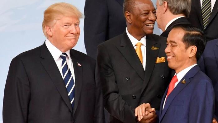 Presiden Joko Widodo menghadiri KTT G20 di Hamburg, Jerman. Dalam KTT itu Jokowi sempat berbincang akrab dengan Presiden AS Donald Trump. Ini foto-fotonya.