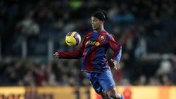Willian: Ronaldinho Jauh Lebih Baik ketimbang Ronaldo dan Messi