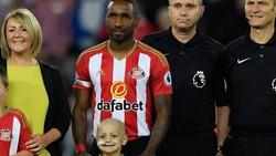 Pesepakbola Inggris Jermain Defoe punya fans cilik saat bermain di Sunderland. Bocah yang kini telah berpulang tersebut adalah pengidap neuroblastoma.