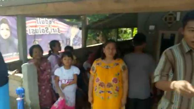Ramainya Warga Antarkan Nenek Rohaya dan Selamet ke Jakarta.