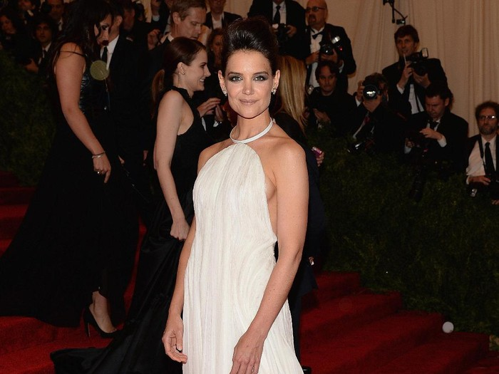 NEW YORK, NY - MAY 06:  Katie Holmes attends the 2013 Costume Institute Gala - PUNK: Chaos to Couture at Metropolitan Museum of Art on May 6, 2013 in New York City.  (Photo by Dimitrios Kambouris/Getty Images)