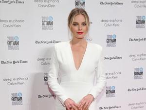 Margot Robbie Dikabarkan Hamil 3 Bulan