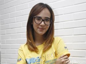 Punya Pacar Baru, Pamela Bowie Ogah Bahas Masalah Pribadi