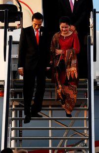 Foto: Iriana Jokowi Anggun dengan Baju Nasional Hadiri KTT G20