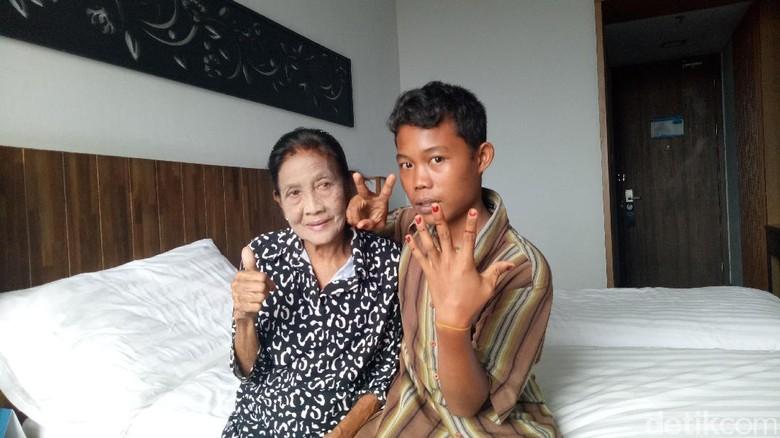 Ramainya Warga Antarkan Nenek Rohaya dan Selamet ke Jakarta