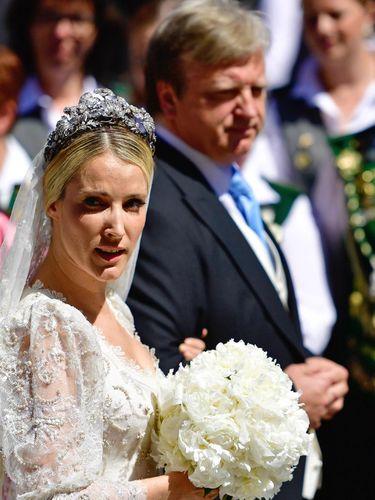 Dinikahi Pangeran, Wanita Cantik Rusia Ini Menawan Bak Cinderella