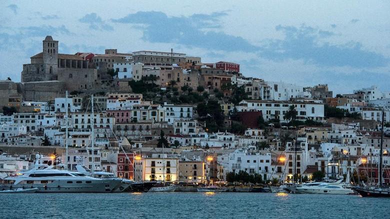 Ilustrasi Ibiza di Spanyol (David Ramos/Getty Images)