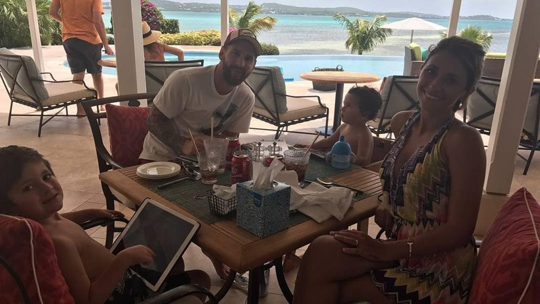 Messi dan keluarganya yang tengah bulan madu (@leomessi/Instagram)