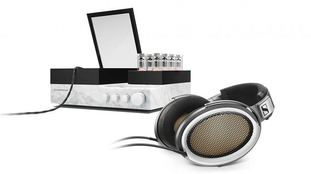 Sennheiser Orpheus, headphone yang dijual sepaket dengan desktop amplifier ini dijual dengan harga USD 53 ribu, sementara harganya di Indonesia nyaris mencapai Rp 800 juta.Foto: Internet