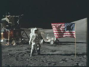 Potret Klasik Penjelajahan Astronaut ke Bulan