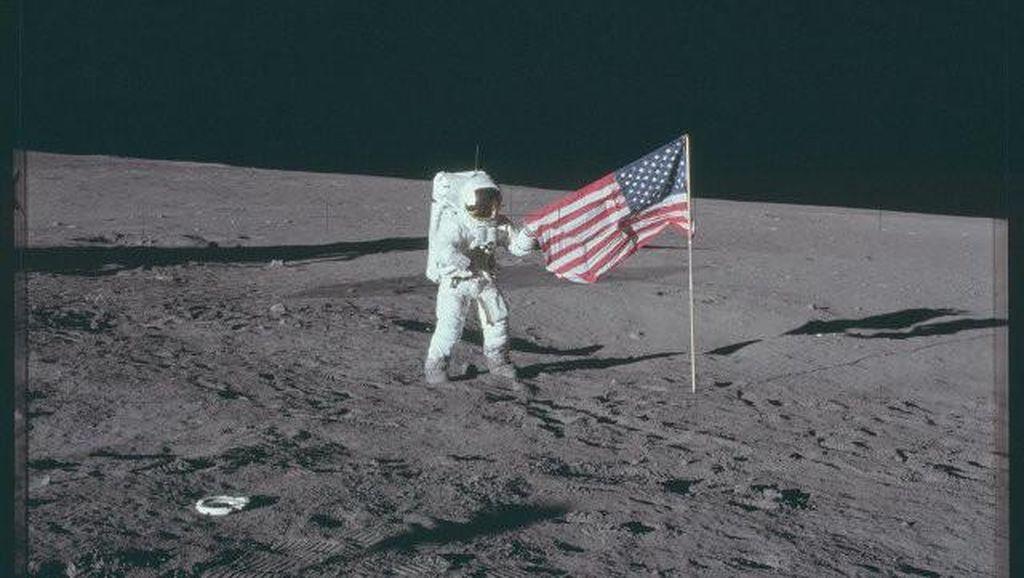 Tersandung hingga Terjatuh, Tingkah Astronaut saat Mendarat di Bulan