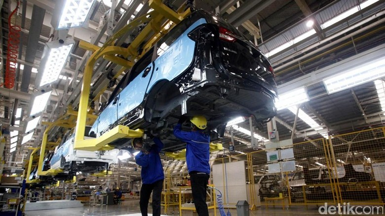 Wapres Jusuf Kalla meresmikan pabrik perakitan mobil asal China, Wuling di Cikarang, Jawa Barat. Nah, penasaran seperti apa pabriknya? Simak foto-fotonya berikut ini.