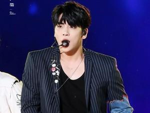 Masih Tak Percaya Jonghyun Meninggal, Fans Berkumpul di Rumah Sakit