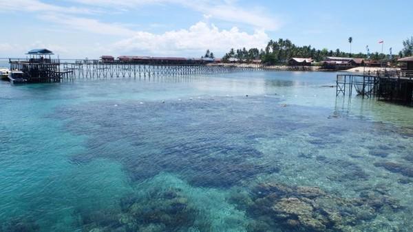 Maratua juga dekat di kelilingi dengan beberapa pulau, yaitu Sanglaki, Kakaban dan Derawan (Afif/detikTravel)