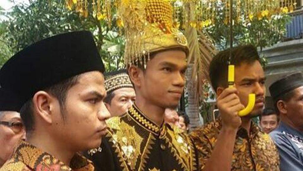Foto: Kemeriahan Resepsi Muzammil Hasballah dan Sonia dengan Adat Aceh