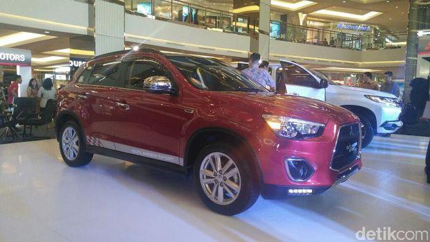 PT Mitsubishi Motors Krama Yudha Sales Indonesia (PT MMKSI), meluncurkan Pajero Sport Dakar 4x4, dan Pajero Sport Dakar 4x2 yang dibuat secara lokal. Selain itu mobil lain yang diluncurkan adalah Outlander Sport edisi khusus