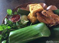 Masakan Sunda nasi timbel.