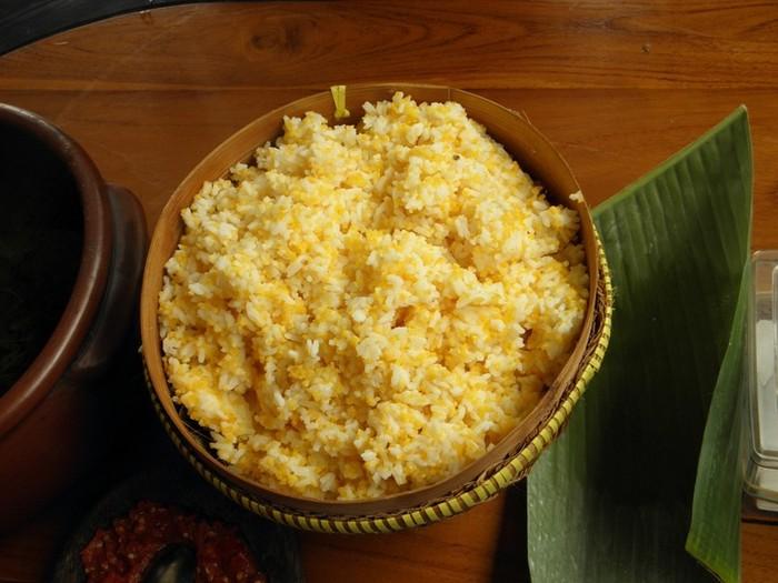 Nasi jagung dan daun ubi