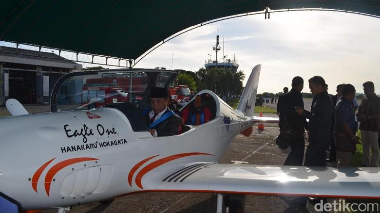 Gubernur Aceh Setir Pesawat Sendiri ke Aceh Utara Lantik Bupati