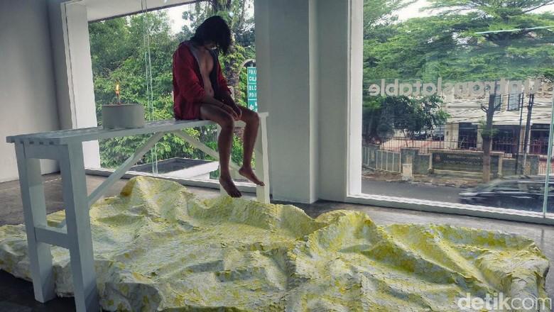 Kelvin Atmadibrata Tampilkan Pertunjukan Benched di Ruci Art Space