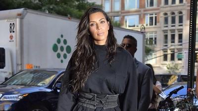 Cara Tak Biasa Kim Kardashian Tanggapi Mom-shaming