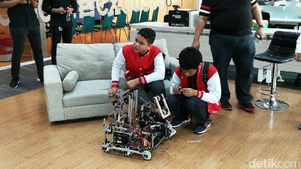 Madrasah Asal Depok Ikut Kompetisi Robot Internasional