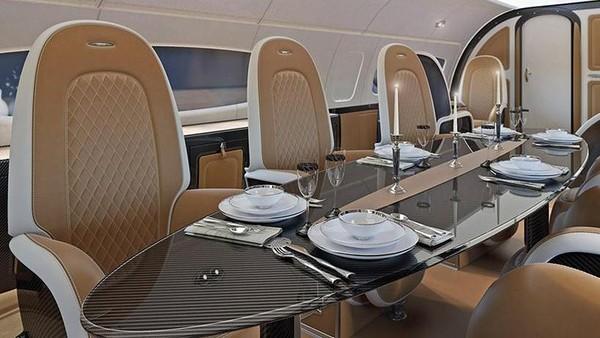 Melihat lebih ke dalam, jet ini terdapat area makan yang luasnya mampu menampung hingga delapan penumpang. Ada pula area makan bagi yang mau sendiri, area bioskop, dan tentunya tempat tidur double (Dok. Airbus)