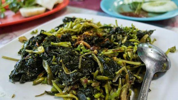 Sayur rumpu-rampe yang diolah dengan berbagai jenis sayuran.