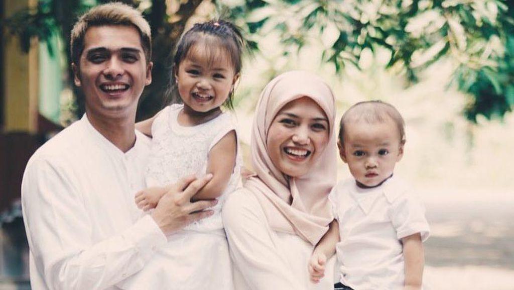 Mau Punya 8 Anak, Ricky Harun Bersyukur Istri Hamil Sepulang Umrah