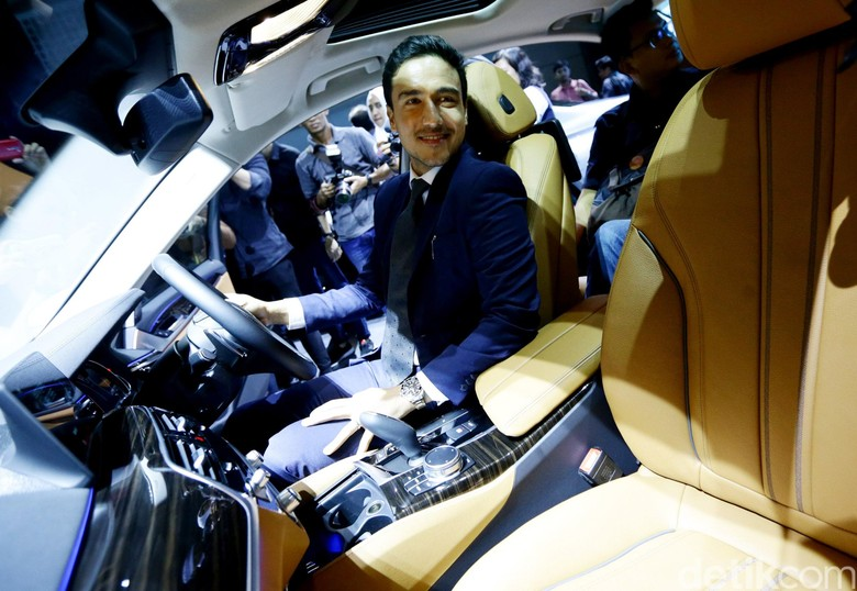 Hamish Daud Si Penggemar BMW Seri 5. Foto: Hasan Al Habshy