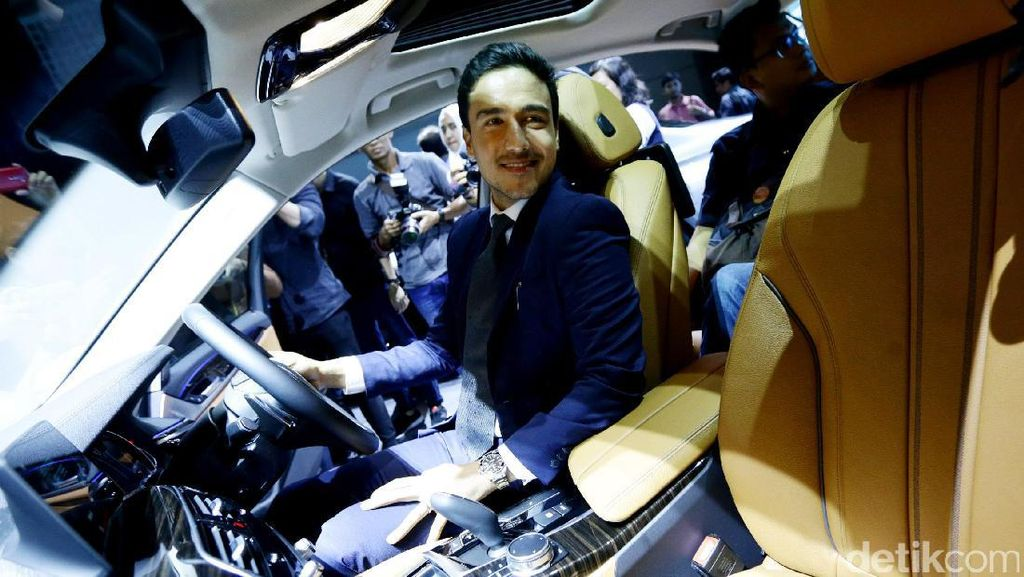 Hamish Daud Lagi Keranjingan Mobil Sedan