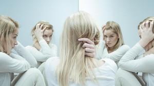 Remaja Putri Asal Inggris Mengaku Punya 120 Kepribadian