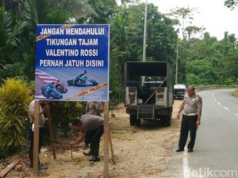 Rossi Jatuh di Jayapura, Ini Cara Unik Polisi Imbau Pengendara