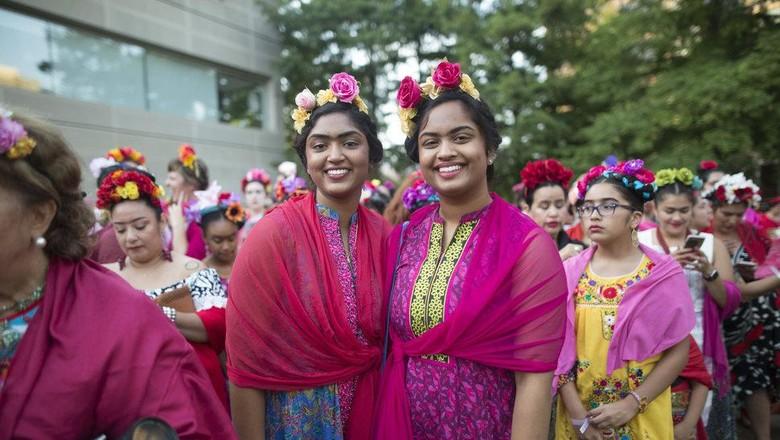 Ribuan Orang Berpakaian ala Frida Kahlo Pecahkan Rekor Dunia