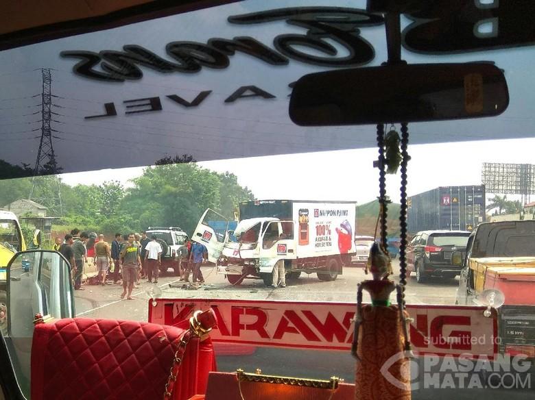 Ada Truk Melintang di Tol Bekasi Arah Jakarta, Lalin Padat