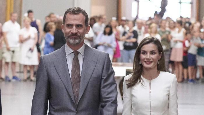 MADRID, SPAIN - JUNE 19:  King Felipe VI of Spain and Queen Letizia of Spain attend The Art of Educating (El Arte de Educar) school program at El Prado Museum on June 19, 2017 in Madrid, Spain.  (Photo by Carlos Alvarez/Getty Images)