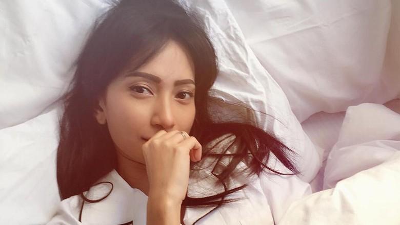 Melukis jadi cara Sari Devi usir stres (Foto: Dok. Instagram Artika Sari Devi)