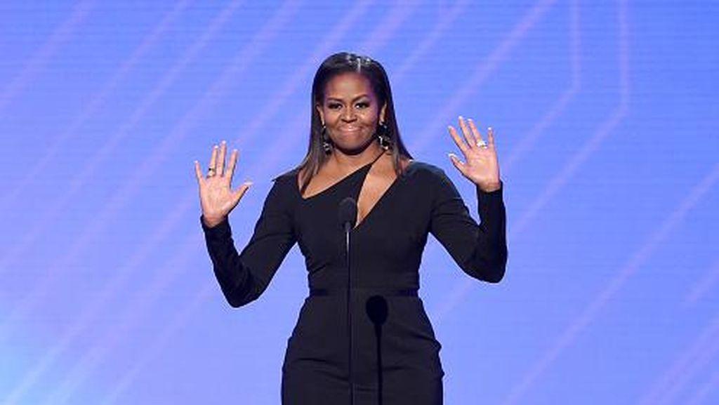 Soal Terima Hadiah, Ini Bedanya Najib dengan Michelle Obama