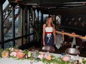 Adu Gaya Melania Trump dan Brigitte Macron Saat Double Date di Eiffel