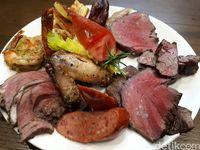 Di Sini Bisa Nonstop Makan BBQ Daging Gaya Brasil