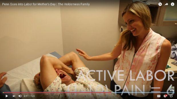 Ekspresi Penn ketika menahan nyeri melahirkan