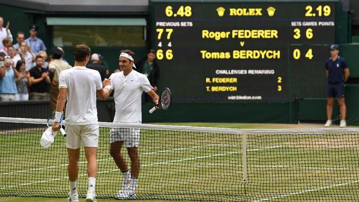 Roger Federer mengalahkan Tomas Berdych di semifinal. Foto: Julian Finney/Getty Images