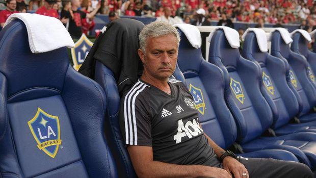Jose Mourinho memiliki catatan kemenangan jauh lebih baik dibanding Ole Gunnar Solskjaer.