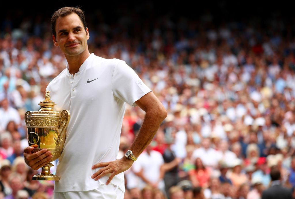 LONDON, ENGLAND - JULY 16:  Roger Federer of Switzerland celebrates victory with the trophy after the Gentlemen's Singles final against  Marin Cilic of Croatia on day thirteen of the Wimbledon Lawn Tennis Championships at the All England Lawn Tennis and Croquet Club at Wimbledon on July 16, 2017 in London, England.  (Photo by Clive Brunskill/Getty Images)