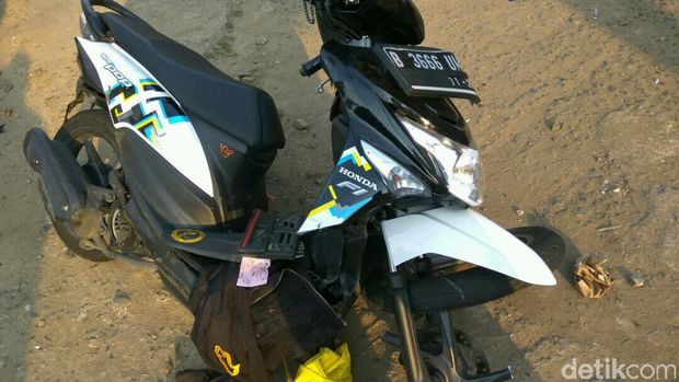 Motor korban mengalami kerusakan yang cukup parah karena terlindas truk