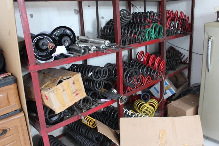Adalah jenis komponen aftermarket yang biasa digunakan untuk modifikasi mobil ceper