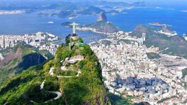 Disebutkan, bahwa patung itu akan dibuat lebih tinggi dari saudaranya di Rio de Janeiro.