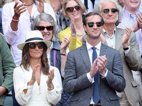Pippa Middleton saat menyaksikan Wimbledon bersama suaminya.