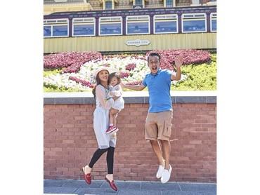 Thalia Putri OnsuThalia, putri pertama Ruben Onsu dan Sarwendah ini berlibur bersama keluarganya ke Hong Kong. Aih, Thalia diajak melompat orang tuanya. (Foto: Instagram @sarwendah29)